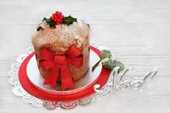 Gâteau traditionnel de Noël de Panettone Images libres de droits