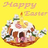 Gâteau traditionnel de Pâques avec la bougie et les branches fleurissantes dans un panier en osier sur un fond jaune illustration stock
