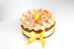 Gâteau traditionnel des Anglais Pâques de gâteau de Simnel, avec l'écrimage de massepain et les 12 boules traditionnelles du mass Images libres de droits