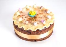 Gâteau traditionnel des Anglais Pâques de gâteau de Simnel, avec l'écrimage de massepain et les 12 boules traditionnelles du mass Image libre de droits
