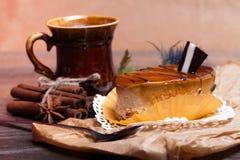 Gâteaux au café avec du chocolat, des épices et des graines de café Images stock