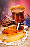Gâteaux au café avec du chocolat, des épices et des graines de café, fin  Images libres de droits