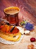 Gâteaux au café avec du chocolat, des épices et des graines de café, fin  Image stock