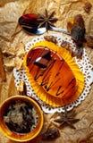 Gâteaux au café avec du chocolat, des épices et des graines de café, fin  Photo stock