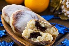 Gâteaux au fromage avec du riz, le chocolat et la mandarine photo stock