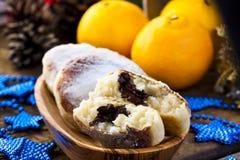 Gâteaux au fromage avec du riz, le chocolat et la mandarine images libres de droits