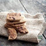 Gâteaux aux pépites de chocolat empilés Photos libres de droits
