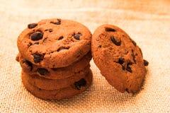 Gâteaux aux pépites de chocolat sur renvoyer Photo stock