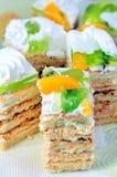 Gâteaux avec de la crème et le fruit Photos stock
