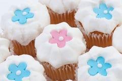Gâteaux avec des étoiles ou des fleurs Photographie stock libre de droits