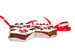 Gâteaux avec des coeurs de gelée sur le blanc d'isolement Photos stock