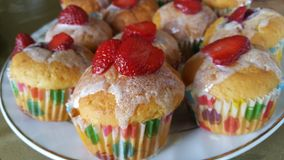 Gâteaux avec la fraise Photographie stock libre de droits