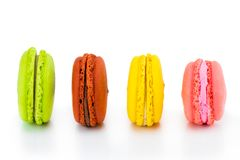 Gâteaux colorés de macarons Petits gâteaux de Français Doux et coloré Photo libre de droits