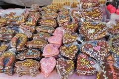 Gâteaux créatifs sur le marché en plein air Images stock