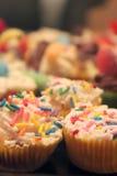 Gâteaux décorés minuscules image libre de droits