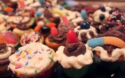Gâteaux décorés minuscules photos libres de droits