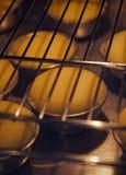 Gâteaux dans le four Photos stock