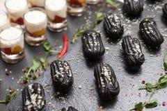 Gâteaux de approvisionnement de pâte noire Photos libres de droits