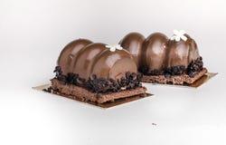 Gâteaux de chocolat savoureux sur la table Images stock