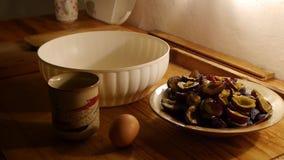 Gâteaux de cuisson, préparation de la pâte, une tasse de sucre clips vidéos