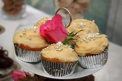 Gâteaux de mariage de Scrumptuous Photographie stock libre de droits