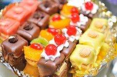 Gâteaux de mariage miniatures Images stock