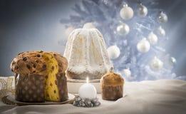 Gâteaux de Panettone et de pandoro image stock
