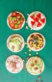 Gâteaux de riz avec les veggies frais Photo libre de droits