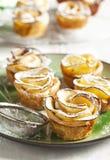 Gâteaux de roses d'Apple Photographie stock libre de droits