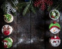 Gâteaux de tasse de Noël Images libres de droits