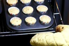 Gâteaux de traitement au four Photo stock