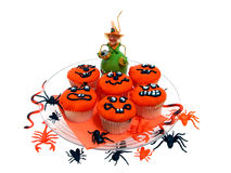 Gâteaux de Veille de la toussaint avec les anomalies et les araignées en caoutchouc Images libres de droits