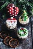 Gâteaux doux de tasse de Noël Images libres de droits