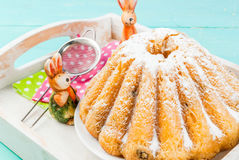 Gâteaux et lapins de Pâques Images stock