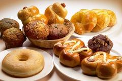 Gâteaux et pâtisseries de cuvette Image libre de droits