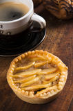 Gâteaux fabriqués à la main sur le fond en bois Photo stock