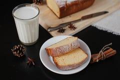 Gâteaux faits maison pour le petit déjeuner Images libres de droits