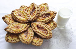 Gâteaux karéliens et finlandais avec des pommes de terre Image libre de droits