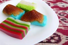Gâteaux malais traditionnels de dessert de nonya Photographie stock