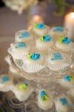 Gâteaux miniatures décorés Photo stock