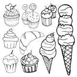 Gâteaux réglés sur le fond blanc Photos stock