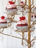 Gâteaux rouges de velours images libres de droits