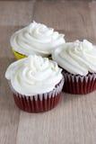 Gâteaux rouges de velours image libre de droits