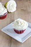 Gâteaux rouges de velours Photos libres de droits