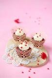 Gâteaux rouges de velours photo stock