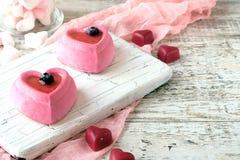 Gâteaux sous forme de coeur le jour de Valentine saint image stock