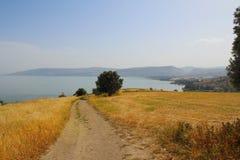 Góra błogosławieństwo kościół błogosławieństwa z widokiem na morzu Galilee, Izrael obrazy stock