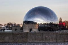 Gèode, bańczasty budynek w Paryż Fotografia Royalty Free
