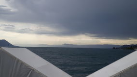 Gäckande regn för himmel för stormmoln arkivfoton