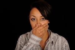 Gähnende Frau lizenzfreie stockfotos